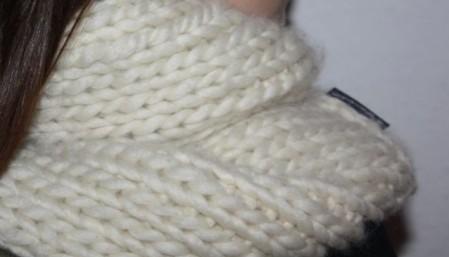 © die-maschen-zum-glueck.de Rundschal aus dicker Wolle in Natur