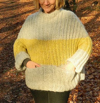 © Die Maschen zum Glück | Pullover oversized und handgestrickt eingestrickte Taschen