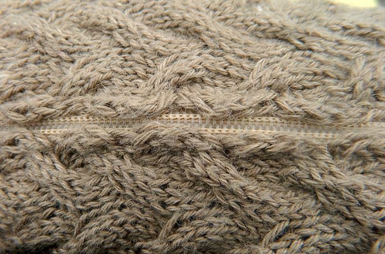 Kissenbezug-handgestrickt-Turin-Wolle-Seide-Ramie-Reissverschluss