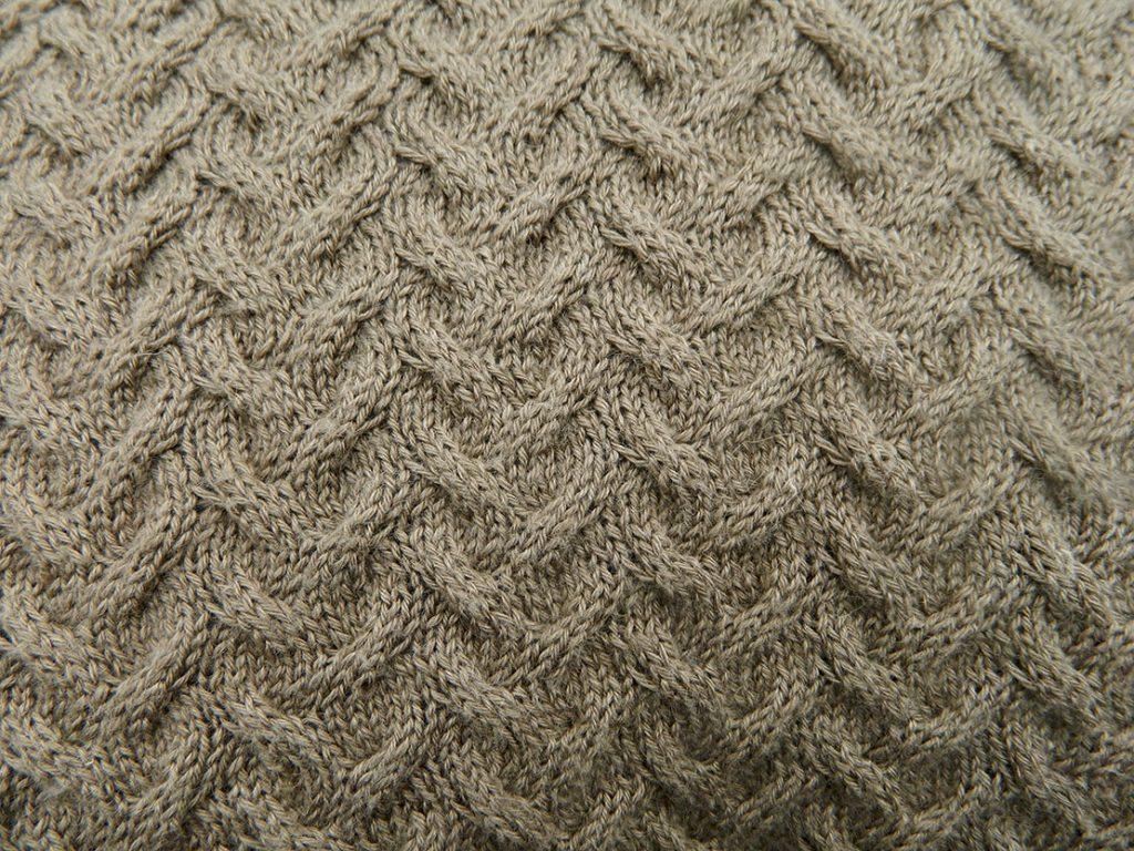 Kissenbezug-handgestrickt-Turin-Wolle-Seide-Ramie-Strickmuster
