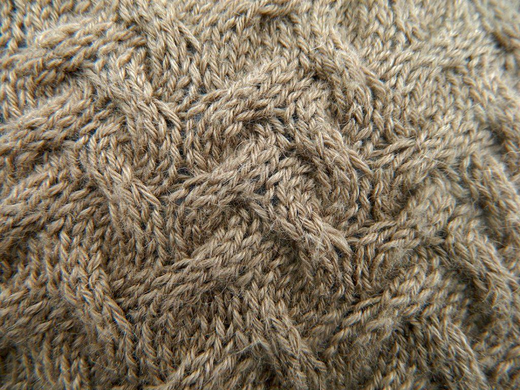 Kissenbezug-handgestrickt-Turin-Sockenwolle-Seehawer-Naturfasern Maschenbild